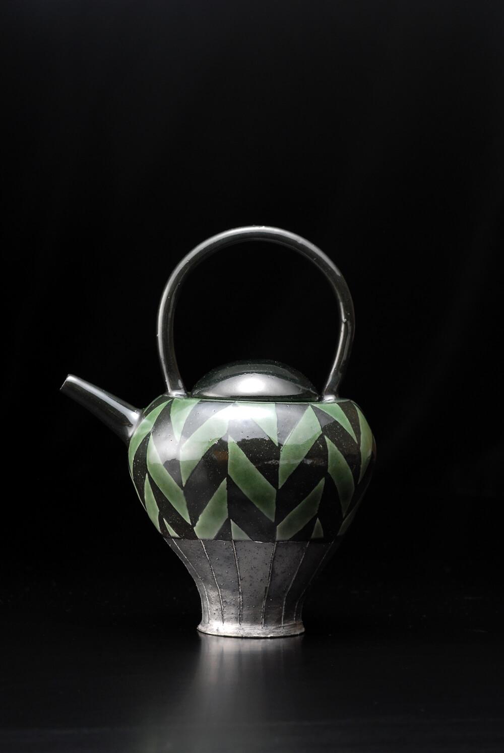 2007年6月7日から開催の「寄神 千恵子 陶展」の作品01