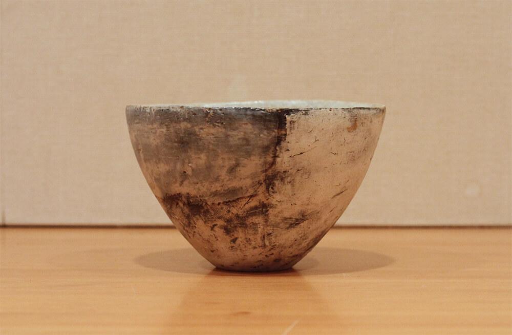 鷹尾葉子の作品写真背面から左側面の見た目